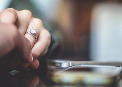 Günümüzden uzak sayılmayacak zamanlara kadar, evlilik çağındakilere ya aileleri ya da yakınları uygun adayları önererek tanıdıkları kişilerle evlenmeleri sağlanmaya çalışılırdı ...